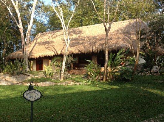 Hotel & Bungalows Mayaland: Bungalow découpée en 3 chambres dont une familiale au centre