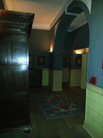 Hotel De Tuilerieen : 1st floor hallway