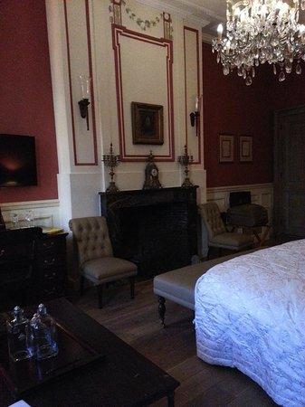 Hotel De Tuilerieen: Room 135