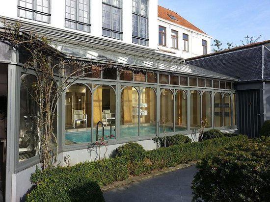 Blick aus zimmer 241 picture of hotel de tuilerieen bruges tripadvisor for Bruges hotels with swimming pools