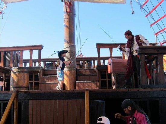 Pirate Ship Vallarta : Sword fighting.