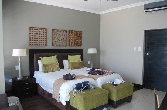 Legend Golf and Safari Resort: Spacious room