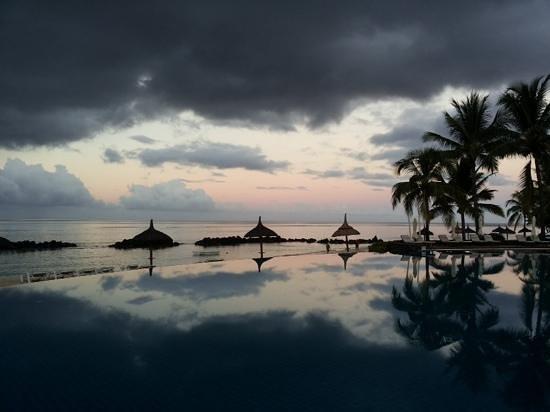 Sands Suites Resort & Spa: Piscina con le nuvole 1