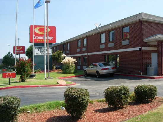 Econolodge Inn and Suites: Main Exterior Look
