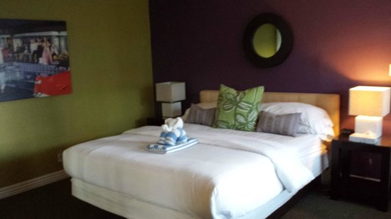 Canyon Club Hotel: King bed - comfy!!