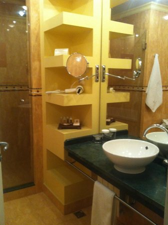 Arena di Serdica Residence Hotel: Hotel Bathroom Arena di Serdica
