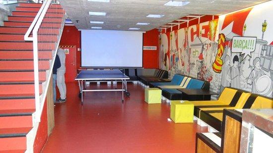 Urbany Hostel BCN GO! : salle du bas