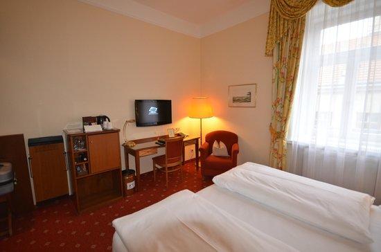 BEST WESTERN PREMIER Kaiserhof Wien : Room 404