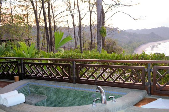 Arenas del Mar Beachfront and Rainforest Resort, Manuel Antonio, Costa Rica: whirlpool