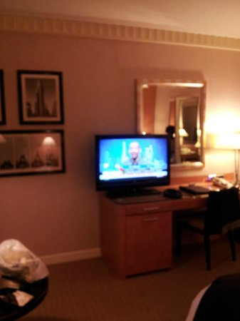 Sofitel New York: Desk and TV