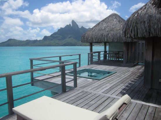 The St. Regis Bora Bora Resort : Enormous deck