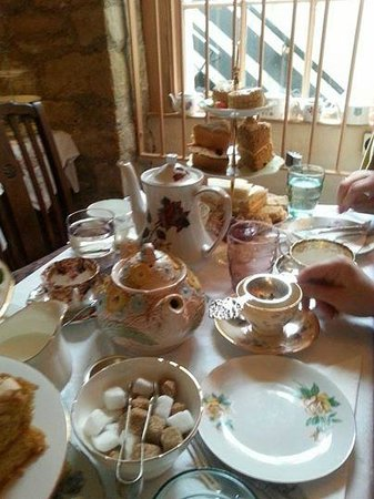 Old Time Vintage Tea Rooms : quaint tea pots