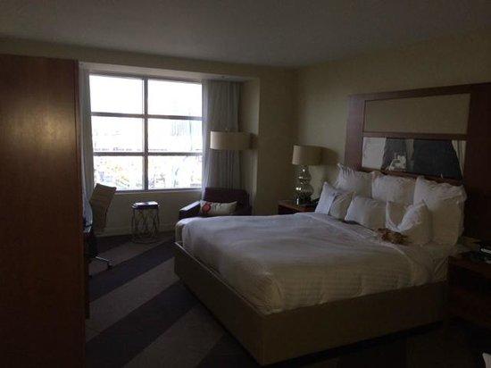 Renaissance Las Vegas Hotel: Suite bedroom