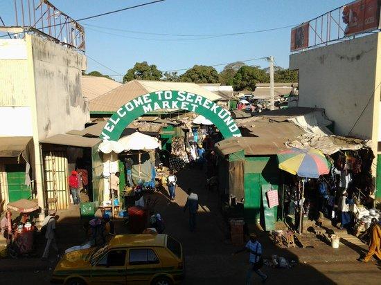 Badala Park: De markt in Serekunda