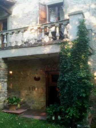 Castello di Tornano: Entrance to our room