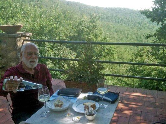 Castello di Tornano: Lunch on our patio