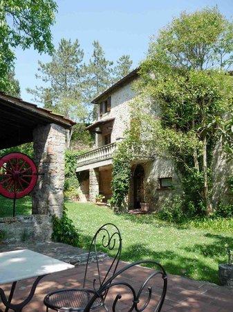 Castello di Tornano : Our room & patio