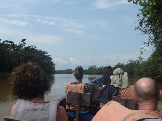 Siona Lodge: In the boat, always on the lookout for wildlife..