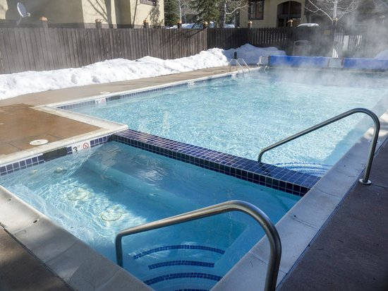 Waterstone Townhomes : Hot Tub and Pool