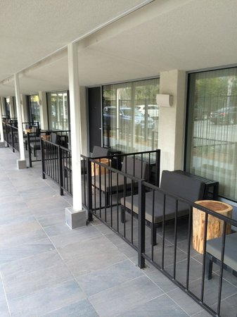 Hotel Paradox, Autograph Collection : Patio areas in front of ground floor rooms