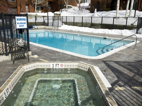 Timber Run Condominiums: Pool