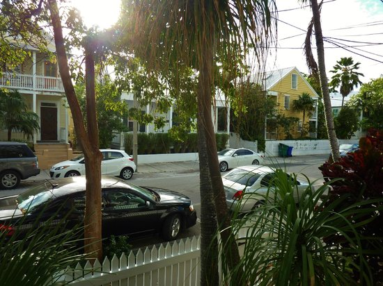 Key West Bed and Breakfast : View from front porch of quiet neighborhood