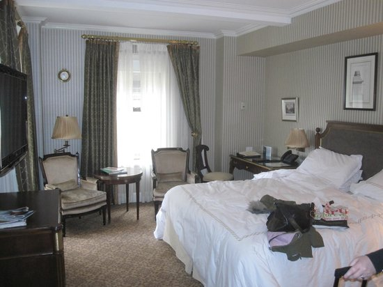 Hotel Plaza Athenee New York: Room 910