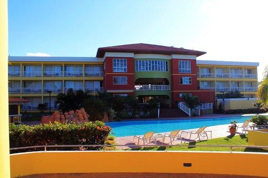 Hatillo, Πουέρτο Ρίκο: Vista de area de la piscina