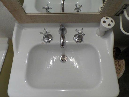 Maison Fontaines : The bathrooom