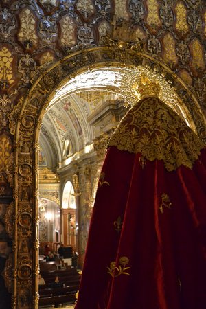 Basilica de la Macarena : from behind the altar