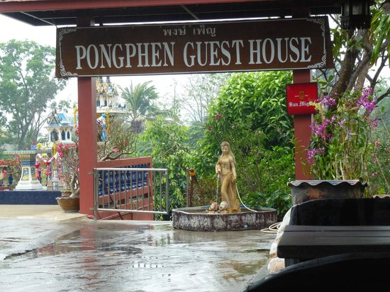 Pong Phen Guesthouse and Bungalows: Entrée