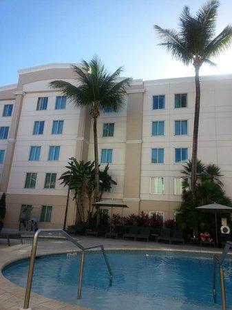 Hampton Inn & Suites San Juan: Hotel and Grounds