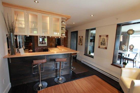 The Haus: Suite #10 - Entertaining Kitchen
