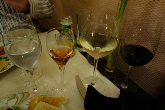 Restaurant Chez Max : wine, water and champagne