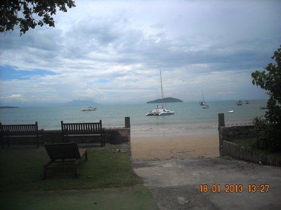 Praia de Manguinhos: Manguinhos beach at the sailing club