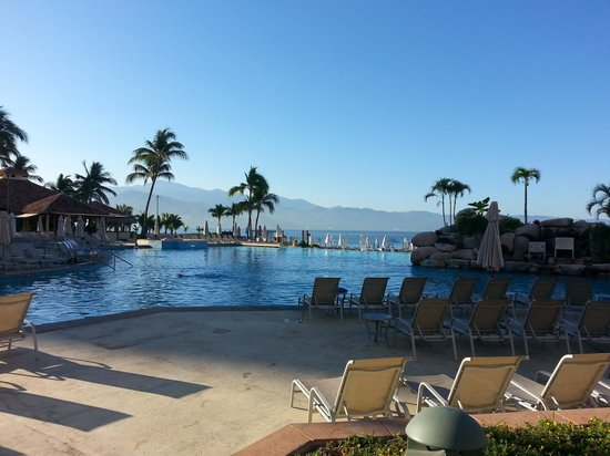Marriott Puerto Vallarta Resort & Spa: morning view of pool