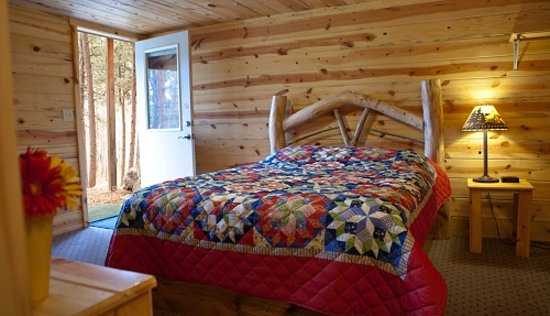 Mountain View Lodge & Cabins : log beds