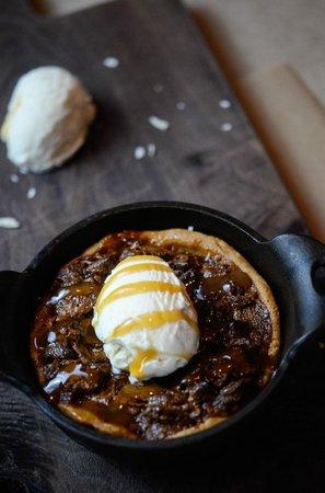 Red Door Woodfired Grill : Skillet Bourbon Pecan Pie