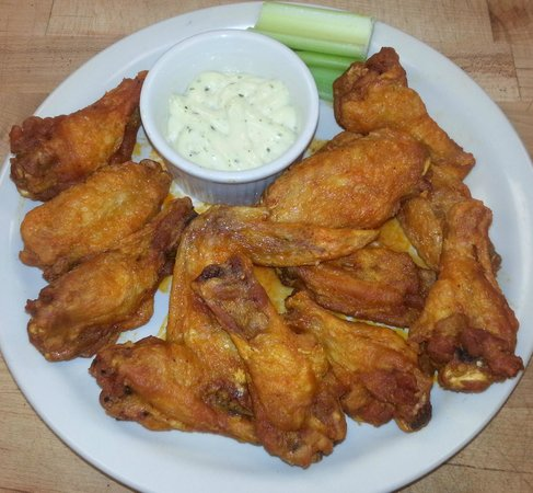 Benson's Hard Eight Bar & Grill: Yummy Wings Tossed in Buffalo Sauce