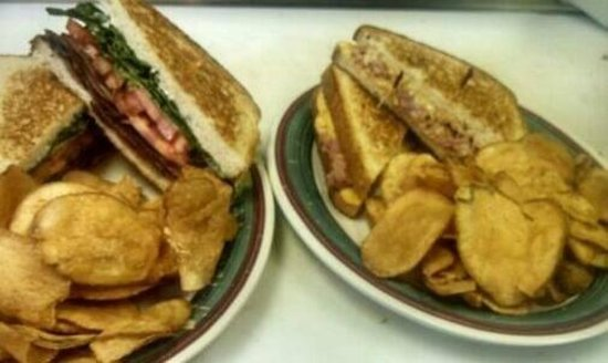 Bush Gardens Bar & Grill: Sandwiches