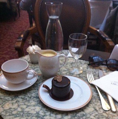 Angelina : Angeline et chocolat chaud blanc