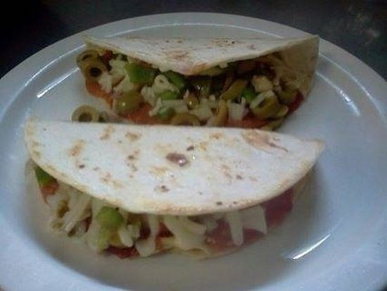Bush Gardens Bar & Grill: Pizzadillas