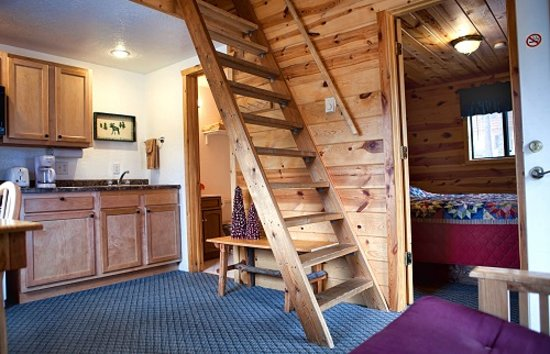 Mountain View Lodge & Cabins : Enjoy 2 private sleeping areas with one up and one down