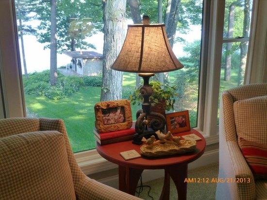 Sheridan On The Lake B & B: Lake View Loft - sitting area view to yard, sauna & lake