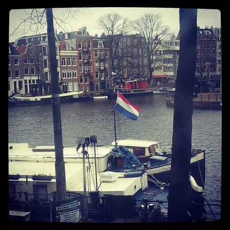 Hampshire Hotel - Eden Amsterdam: View from the room during the day