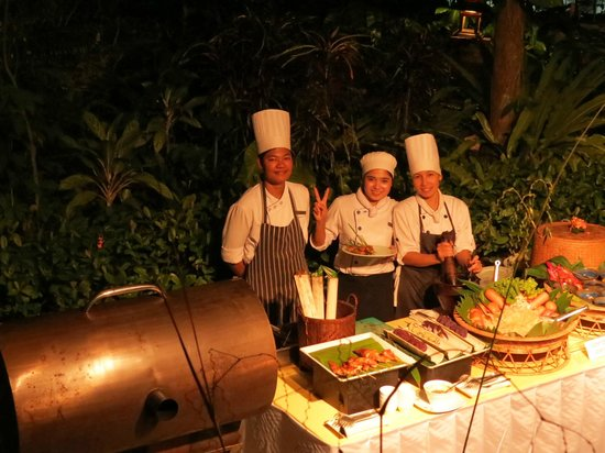 Vogue Resort & Spa Ao Nang: The chefs overseeing only a small part of the large buffet dinner