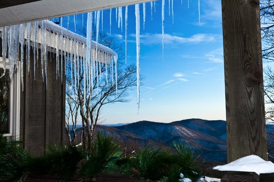 The Overlook Inn Bed and Breakfast: Beautiful Icicles at the Inn!