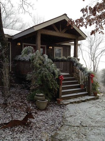 The Overlook Inn Bed and Breakfast: The Overlook Inn is a Winter Wonderland!