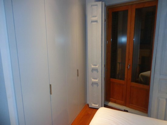 Eric Vokel Boutique Apartments - Madrid Suites: Dressing
