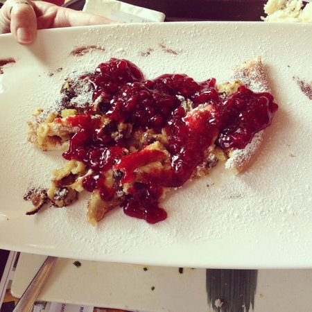 Rifugio Ciampolin: Kaisersmharren: frittatina dolce sbriciolata con confettura di frutti di bosco